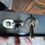 ALPHA製のサムラッチ錠|鍵を全て紛失したことによる解錠&交換