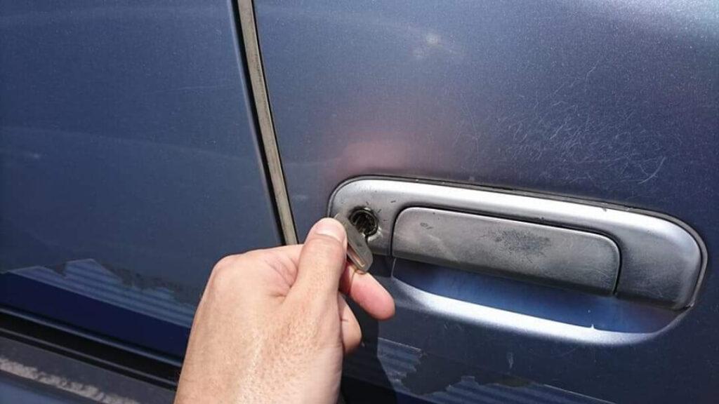 レジアスエースの鍵紛失による鍵穴からのキー作製
