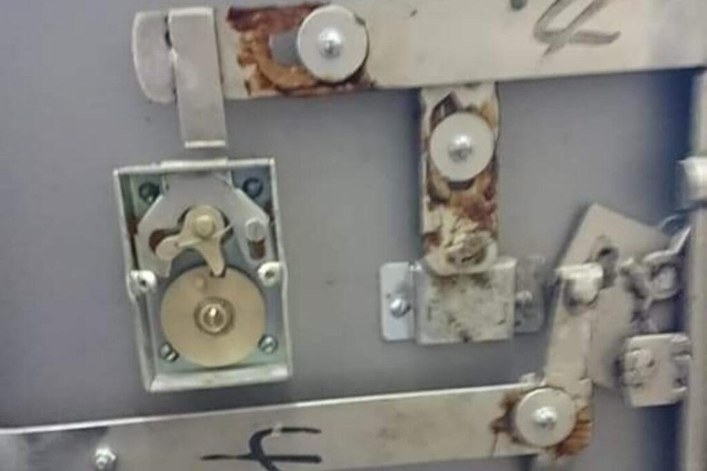 GOTO製の業務用金庫を壊して解錠