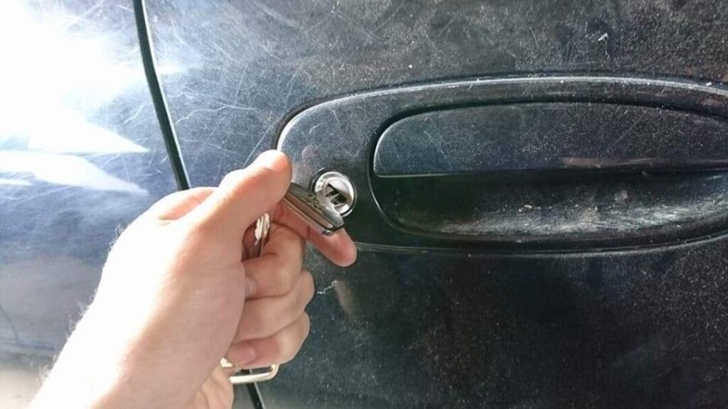 スプリンターの鍵穴からのキー作製に出張