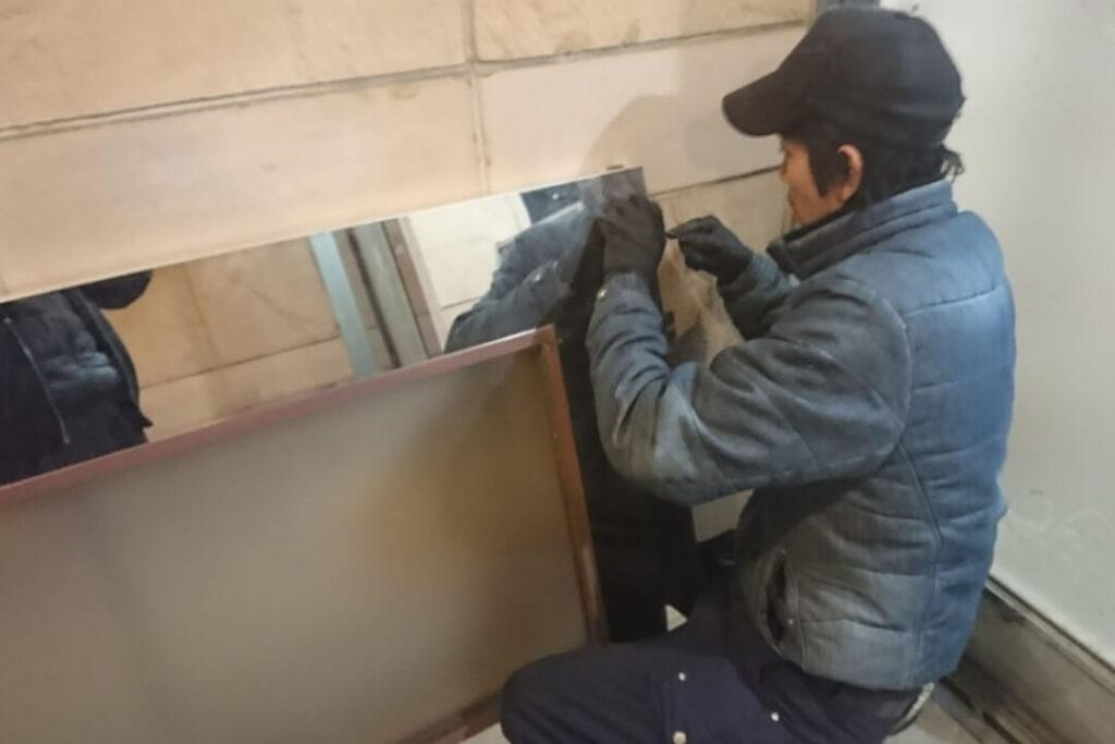 自動ドアの脱着&鍵交換に即日対応する鍵屋
