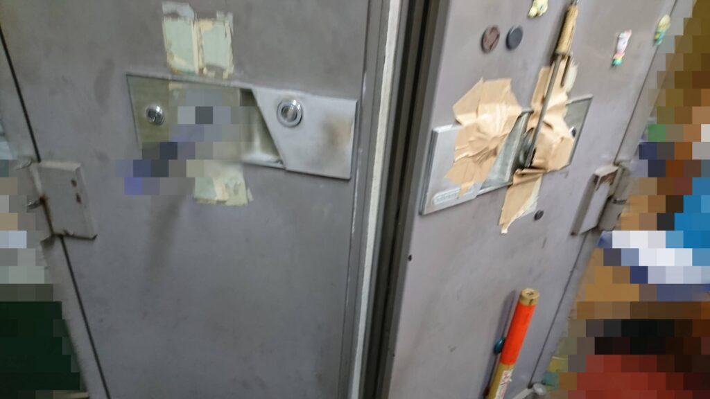 ドラゴン製の業務用金庫のダイヤルを壊して解錠