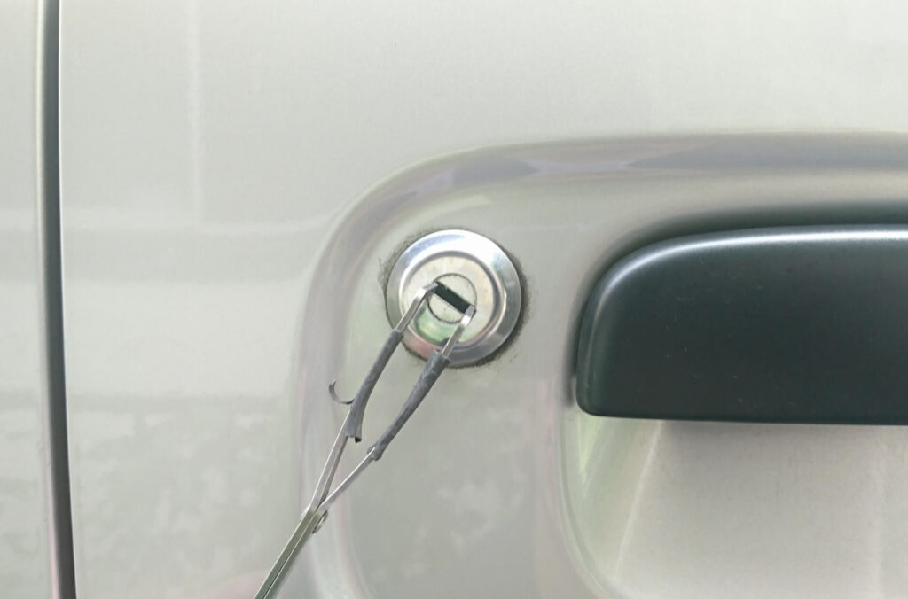 エブリィの鍵紛失によるドアの解錠作業