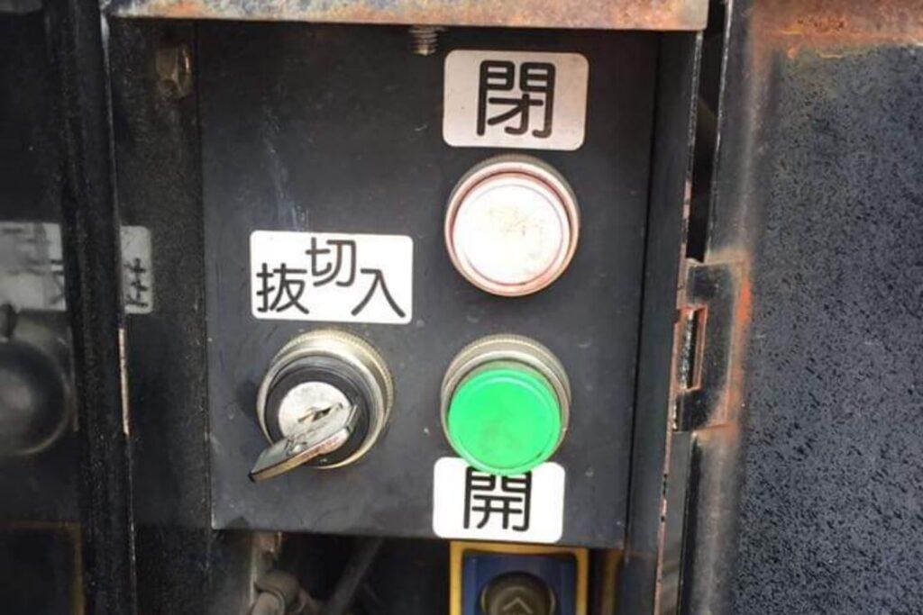 トラックのパワーゲートの鍵紛失によるキー作製
