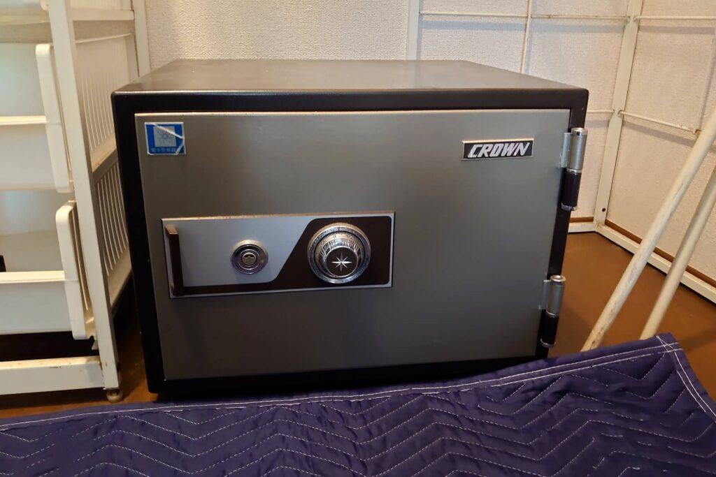 開かないクラウン金庫の解錠に出張対応する鍵屋