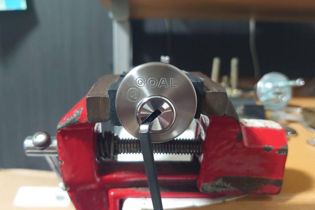 V-18「UL437」をピッキングで開錠