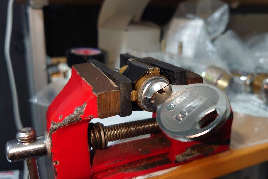 V18シリンダーの鍵が1本もない状態から鍵作製