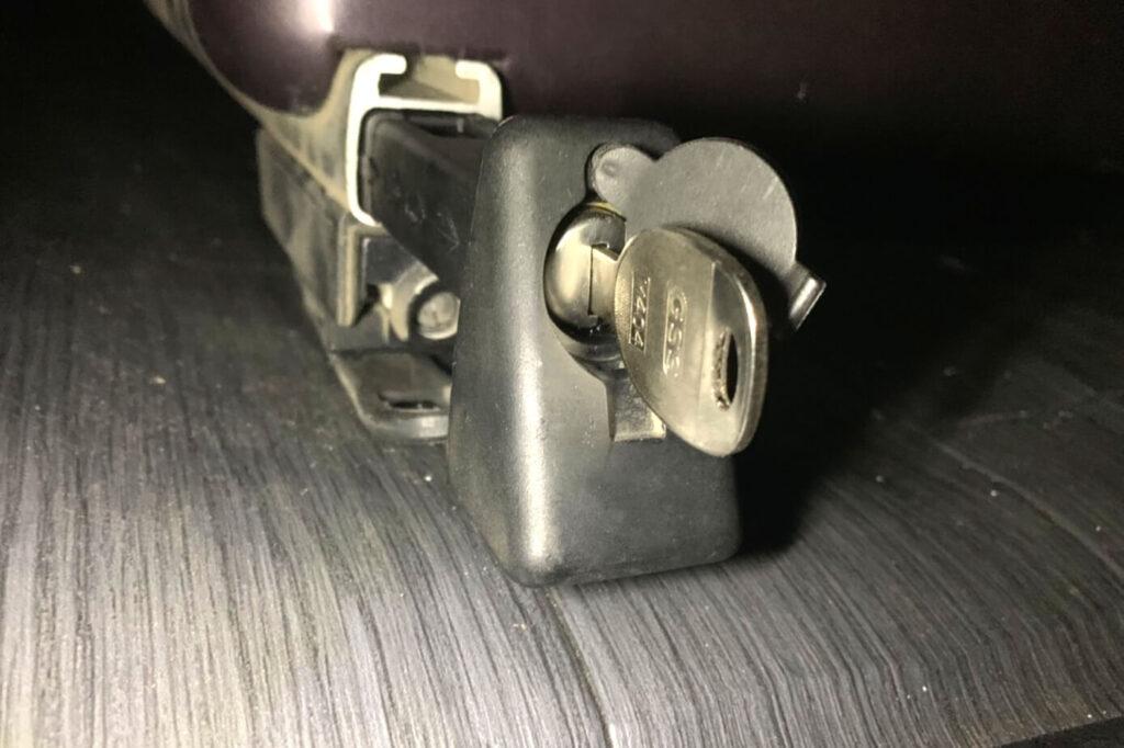 ルーフキャリアの鍵を加工して作製
