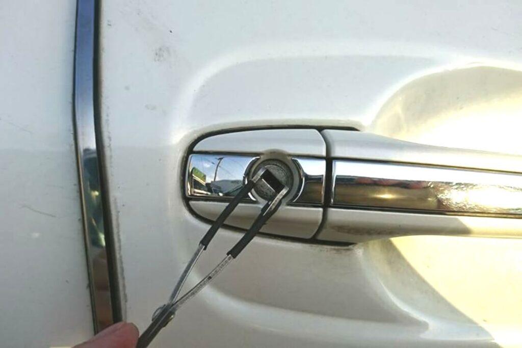 レクサスの鍵紛失による開錠作業