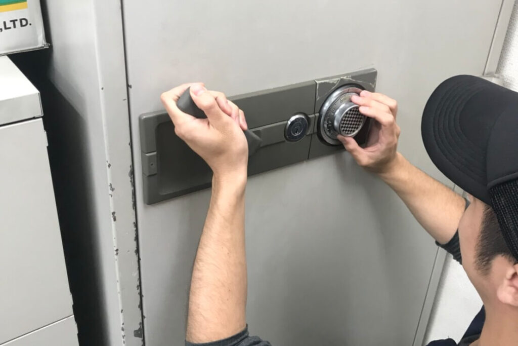 業務用金庫の解錠に出張対応の鍵屋