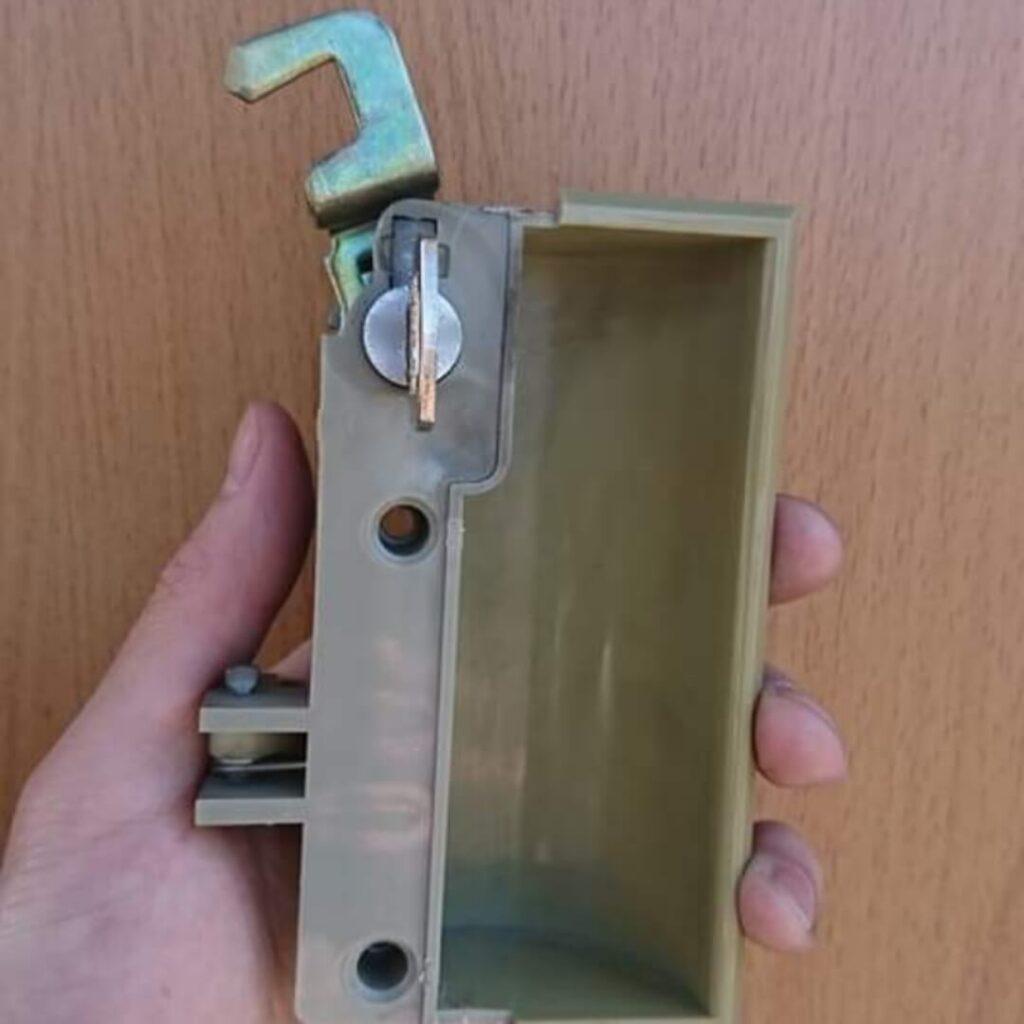 ロッカーの鍵をなくしても即日で鍵作製が可能
