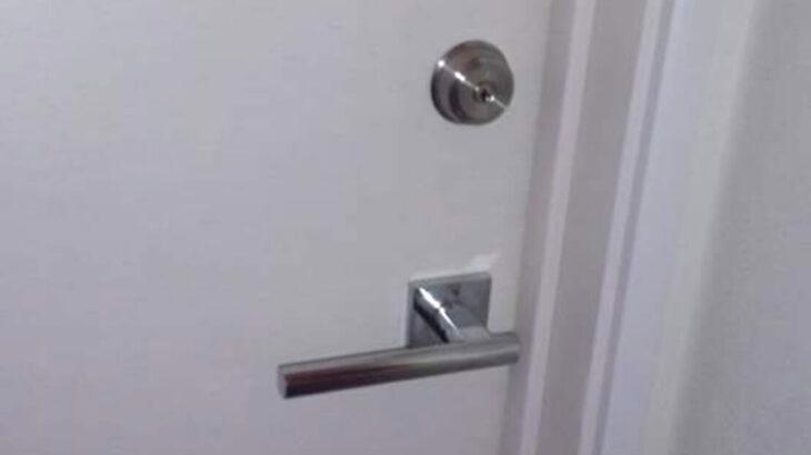 室内扉に新しい鍵を新規取り付け工事