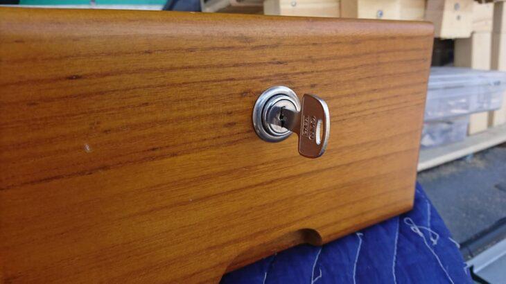 机・デスク・キャビネットの鍵を全紛失したことによる鍵作製に出張!