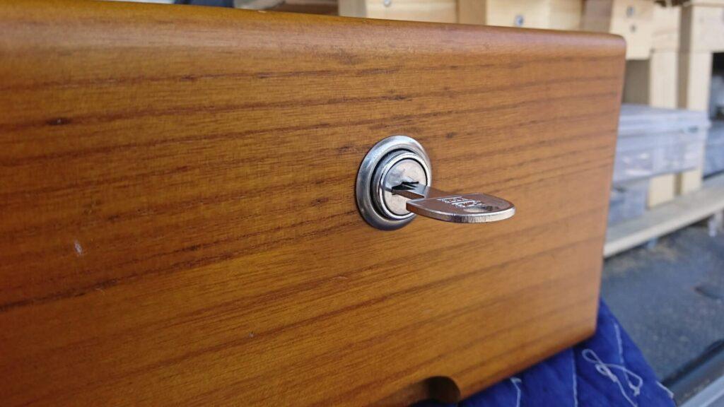 机の鍵紛失による鍵作製に出張対応