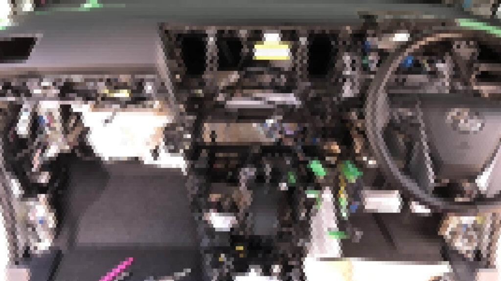 アルファード30系の内装バラしによるコンピューター交換