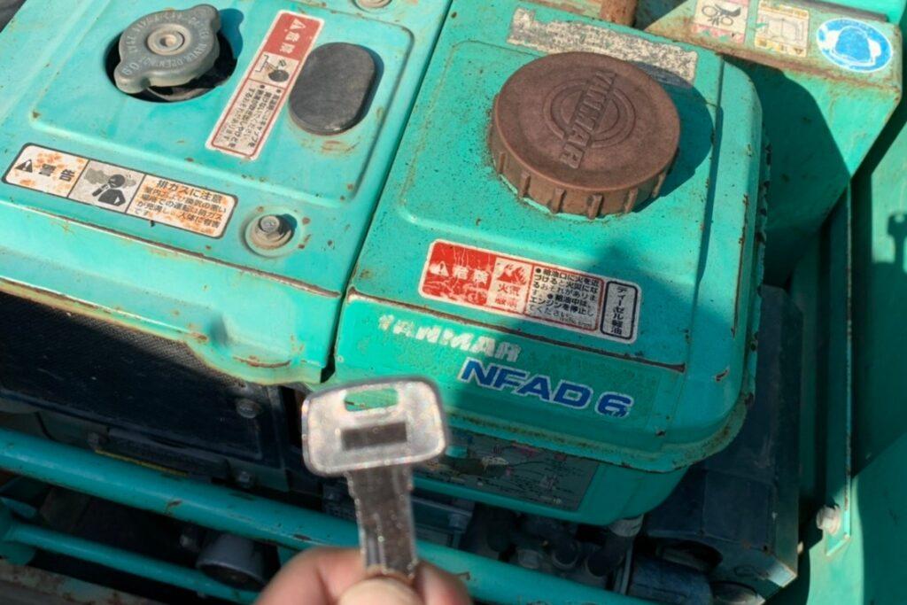 重機「振動ローラー」の鍵を紛失しても即日キー作製が可能