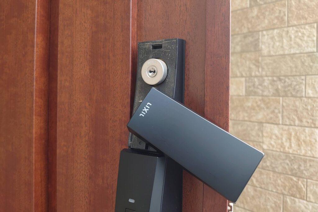 リクシル製ドアのPSシリンダーを鍵交換