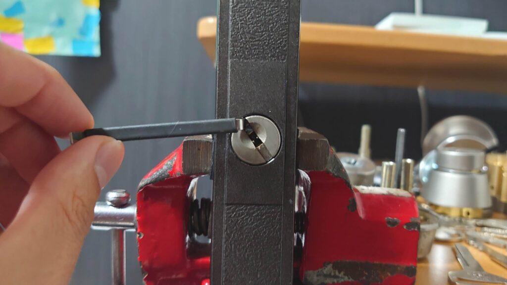 ヒナカ製のディンプルキーをピッキング解錠