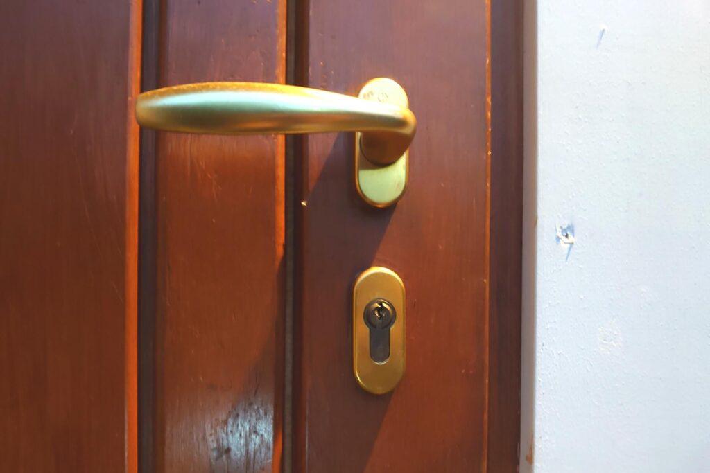フィンランドの輸入住宅で【ISEO】製の鍵に遭遇