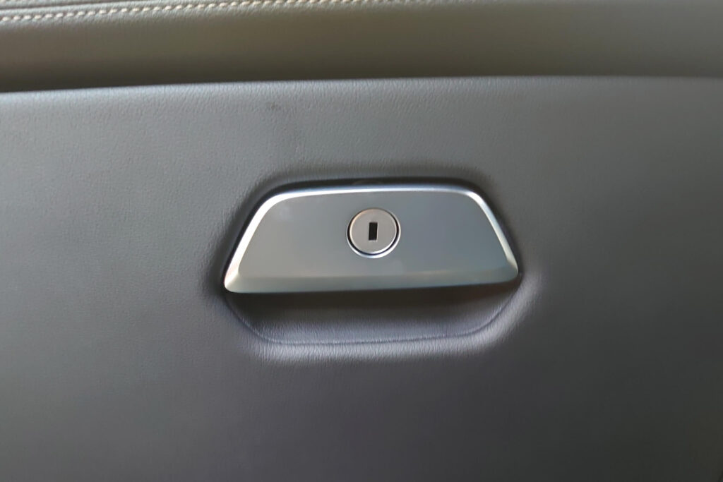 BMWのグローブボックスの鍵開けに即日対応