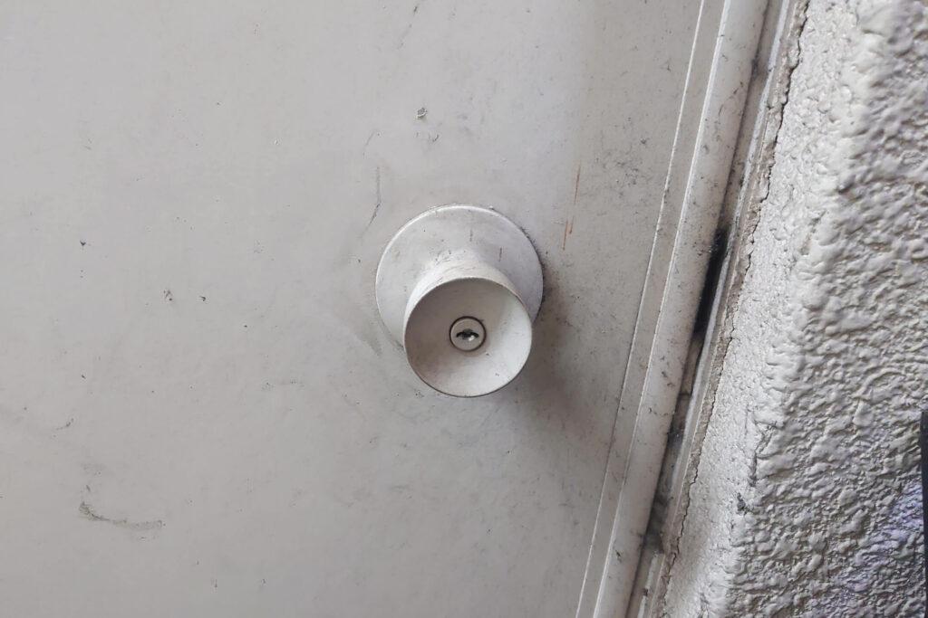 鍵の部分までペンキで真っ白