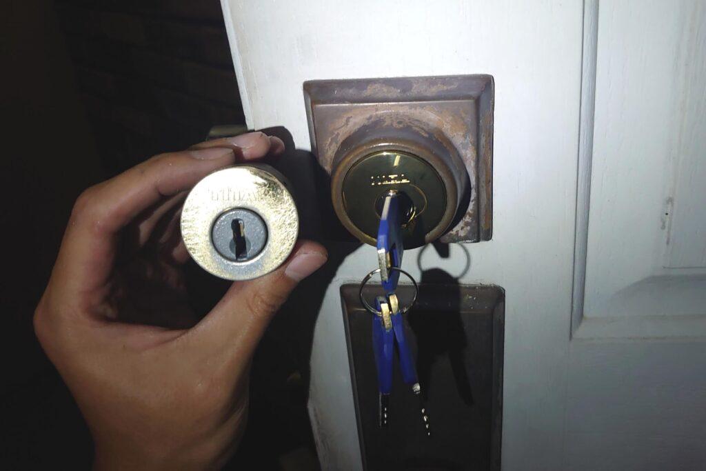 TAITANの鍵をカバエース(ディンプルキー)に交換