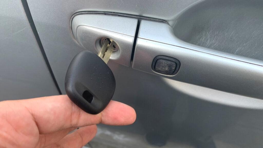 ヴォクシー60系の鍵紛失によるドアキー作製